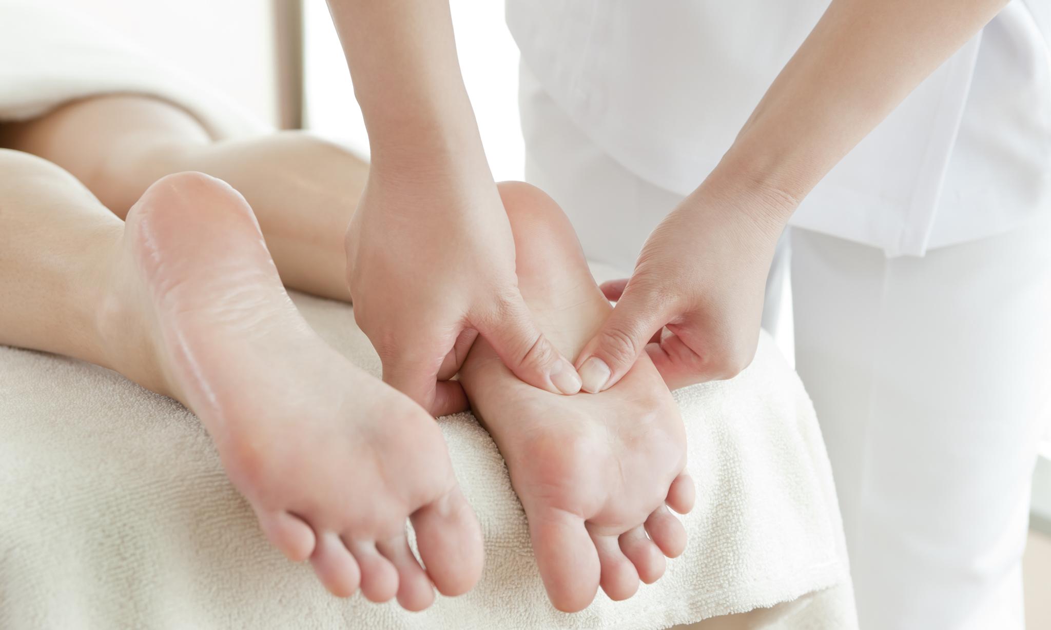 Сделал маме массаж ног 10 фотография