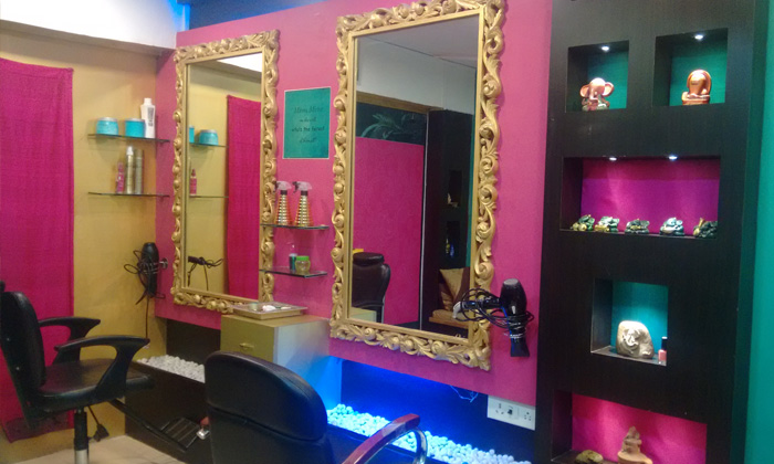 Ishta The Hair & Beauty Budget Salon @ 50% off at Rs 399